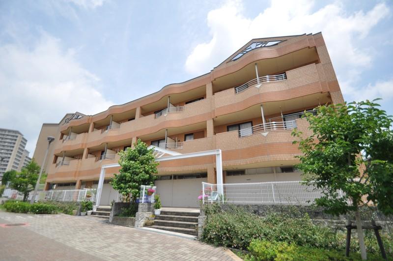大阪府茨木市、阪大病院前駅徒歩48分の築10年 3階建の賃貸マンション