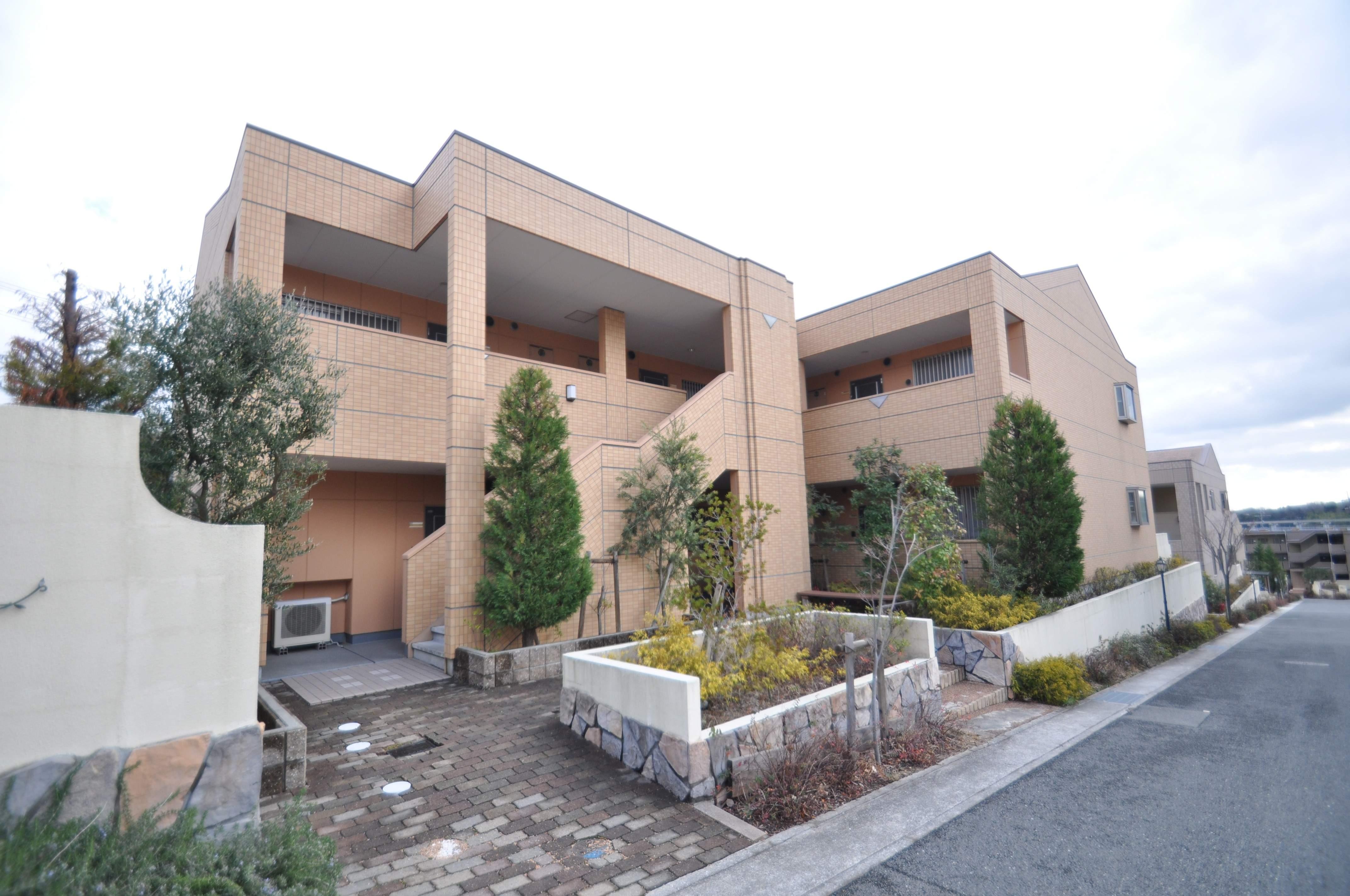 大阪府箕面市、彩都西駅徒歩12分の築9年 2階建の賃貸マンション