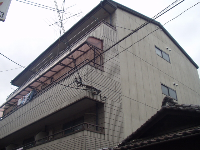 大阪府大阪市生野区、桃谷駅徒歩18分の築25年 4階建の賃貸マンション