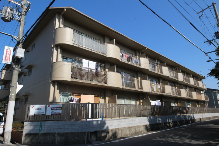 大阪府箕面市、桜井駅徒歩15分の築33年 3階建の賃貸マンション