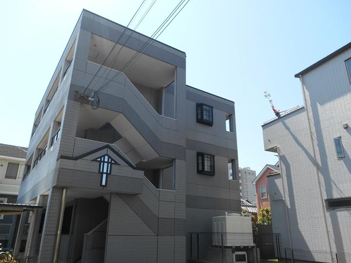 大阪府岸和田市、和泉大宮駅徒歩16分の築17年 3階建の賃貸マンション