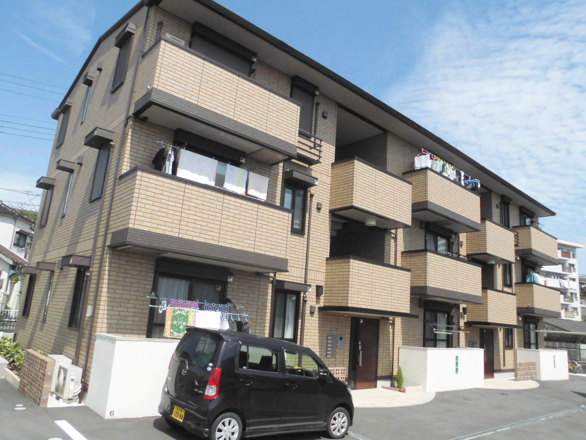 大阪府堺市西区、百舌鳥駅徒歩27分の築2年 3階建の賃貸アパート