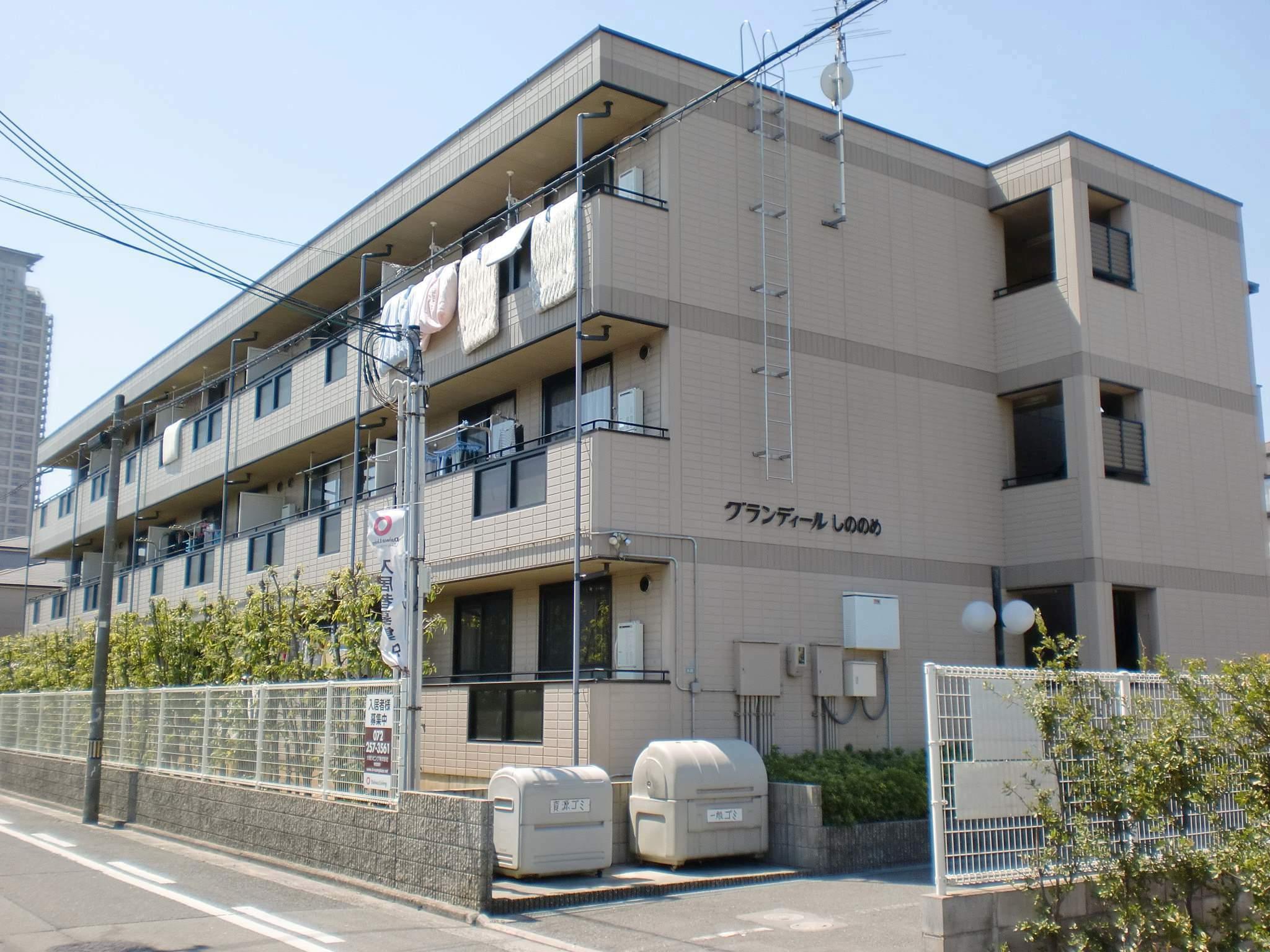 大阪府堺市堺区、浅香駅徒歩10分の築19年 3階建の賃貸アパート