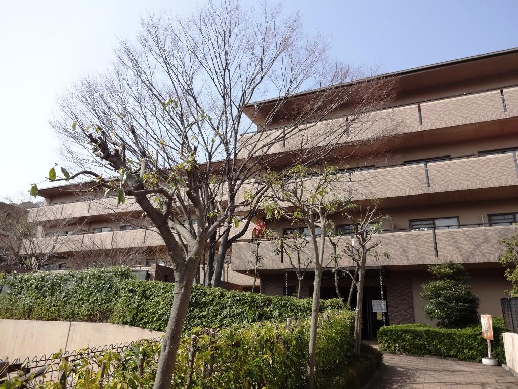 兵庫県神戸市東灘区、摂津本山駅徒歩14分の築18年 3階建の賃貸マンション