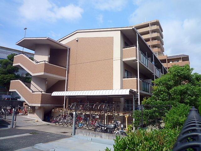 兵庫県芦屋市、さくら夙川駅徒歩20分の築18年 3階建の賃貸マンション
