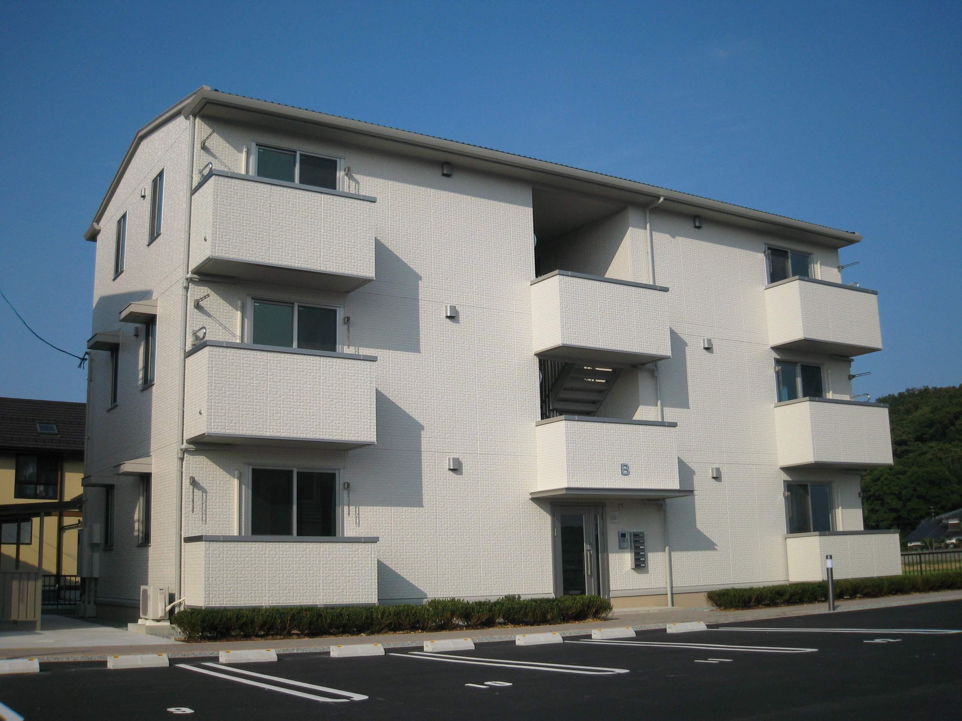 鳥取県鳥取市、湖山駅徒歩14分の築9年 3階建の賃貸アパート