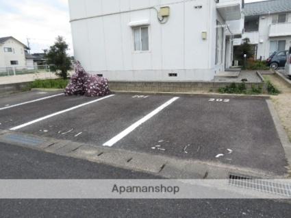 メゾンアムールA棟[2K/43.42m2]の駐車場