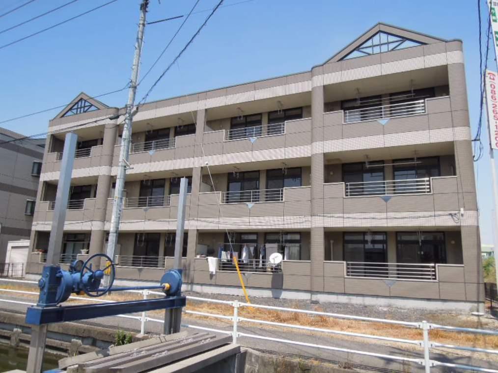 岡山県岡山市南区、岡山駅徒歩75分の築18年 3階建の賃貸アパート