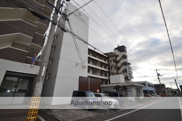 岡山県岡山市北区、岡山駅徒歩33分の築36年 5階建の賃貸マンション