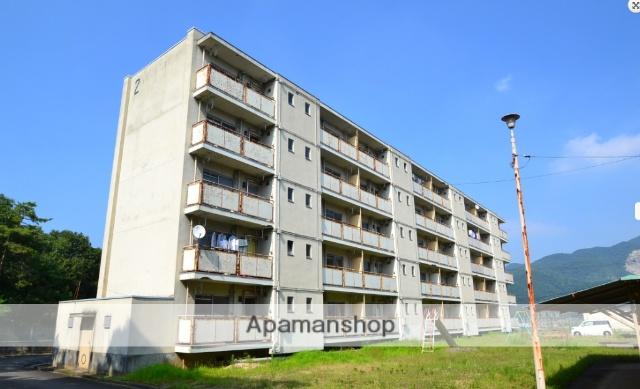 岡山県岡山市東区、万富駅徒歩10分の築45年 5階建の賃貸マンション