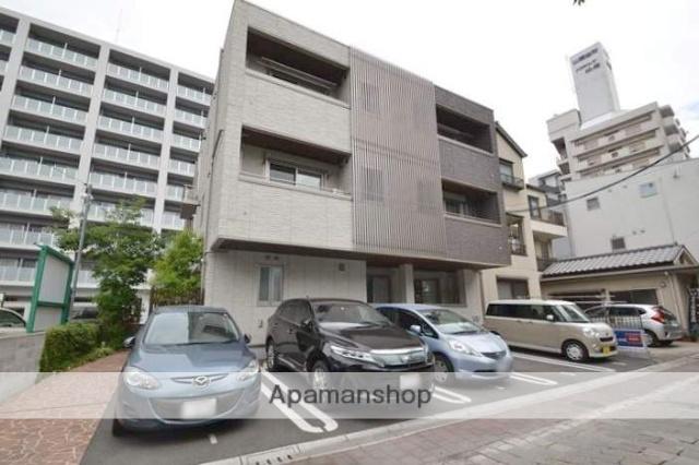 岡山県岡山市北区、岡山駅徒歩15分の築1年 3階建の賃貸アパート