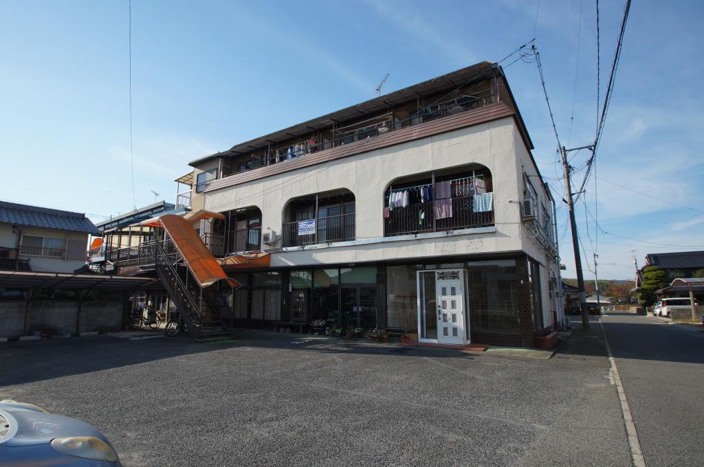岡山県倉敷市、川辺宿駅徒歩22分の築43年 3階建の賃貸アパート