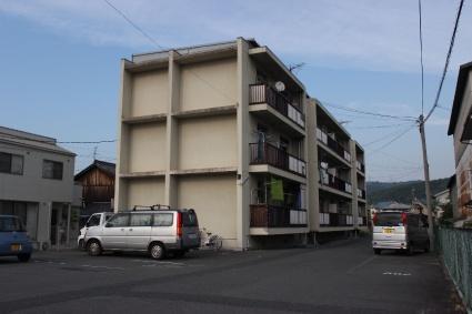広島県福山市、備後赤坂駅徒歩65分の築45年 3階建の賃貸マンション