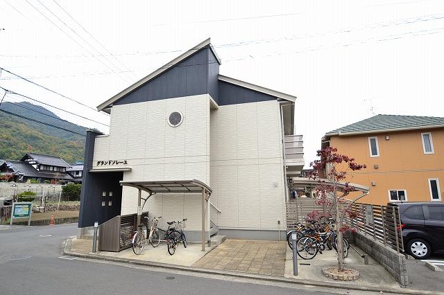広島県広島市安佐南区、緑井駅徒歩18分の築11年 2階建の賃貸アパート