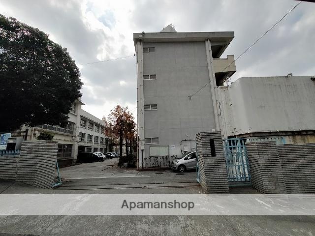 ファミリーマート 832m