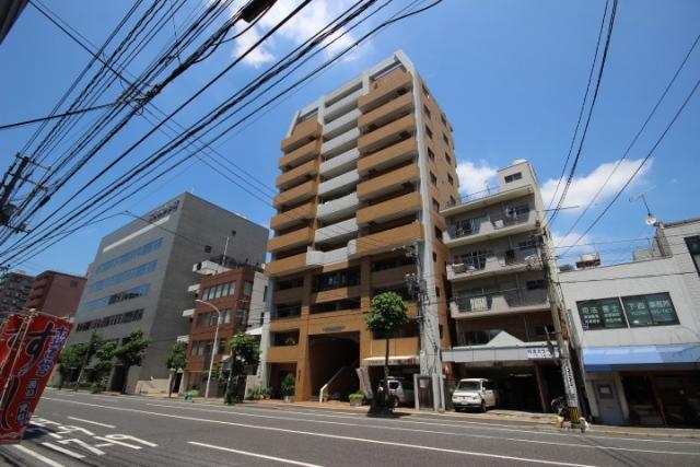 広島県広島市中区、日赤病院前駅徒歩12分の築17年 13階建の賃貸マンション