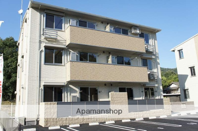 広島県東広島市、八本松駅徒歩23分の築4年 3階建の賃貸アパート