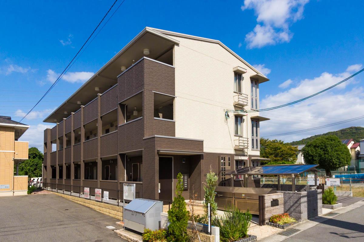 広島県安芸郡坂町、坂駅徒歩3分の築1年 3階建の賃貸アパート