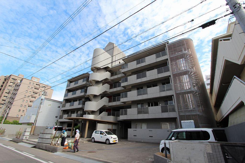 香川県高松市、高松駅徒歩10分の築24年 5階建の賃貸マンション