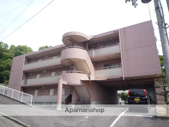 香川県丸亀市、宇多津駅徒歩22分の築26年 3階建の賃貸マンション