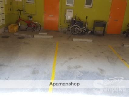 鈴木マンション[1K/13.68m2]の駐車場