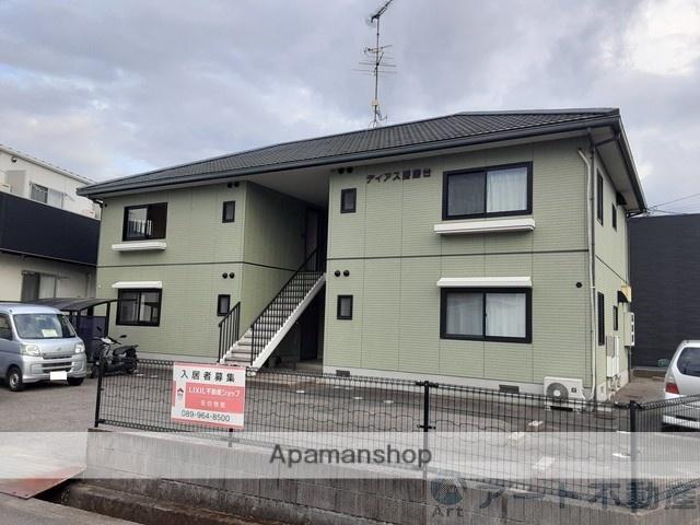 愛媛県東温市、梅本駅徒歩15分の築18年 2階建の賃貸アパート
