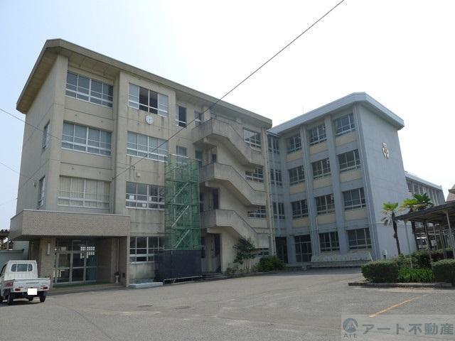 垣生中学校 725m