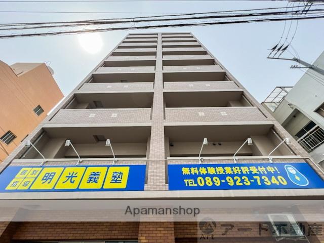 愛媛県松山市、本町6丁目駅徒歩5分の築3年 10階建の賃貸マンション