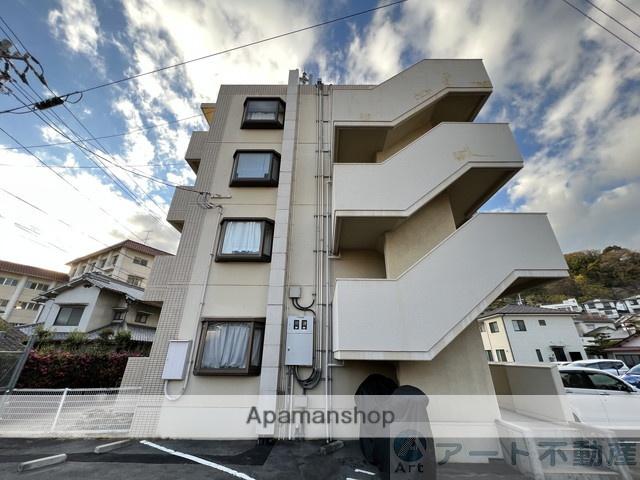 愛媛県松山市、平和通一丁目駅徒歩15分の築31年 4階建の賃貸マンション