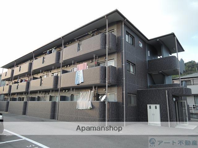 愛媛県松山市、松山駅徒歩16分の築5年 3階建の賃貸マンション