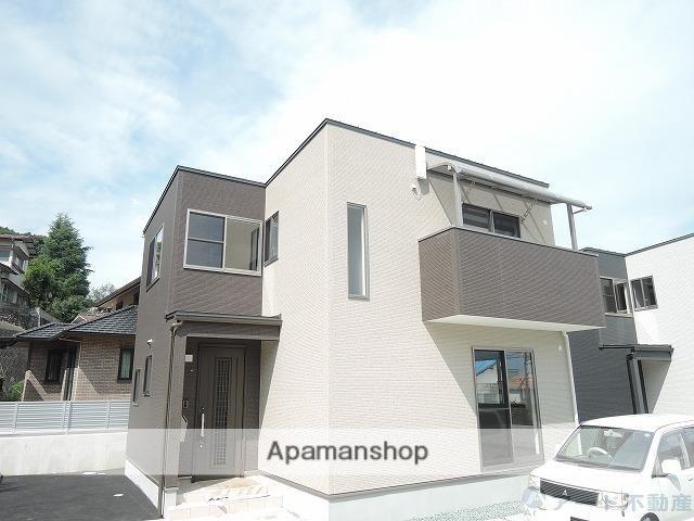 愛媛県松山市、平和通一丁目駅徒歩16分の築2年 2階建の賃貸一戸建て