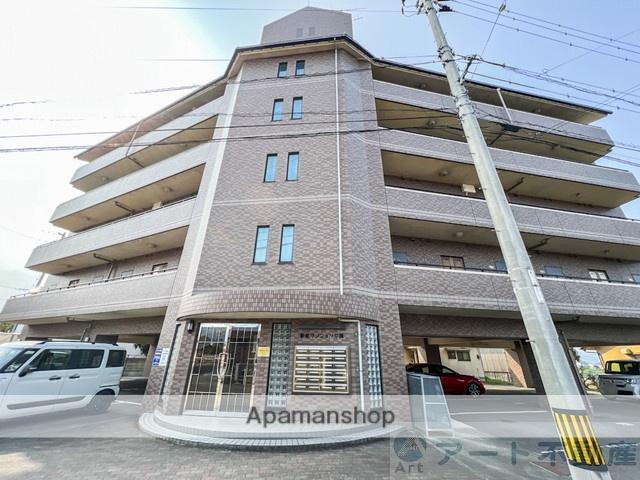 愛媛県東温市、牛渕団地前駅徒歩16分の築17年 5階建の賃貸マンション