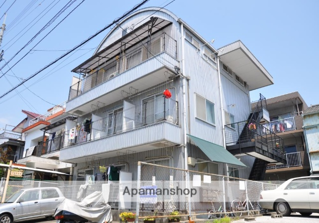 高知県高知市、桟橋通二丁目駅徒歩13分の築28年 3階建の賃貸アパート