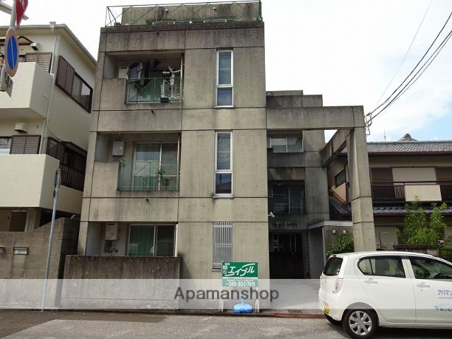 高知県高知市、菜園場町駅徒歩8分の築28年 3階建の賃貸マンション