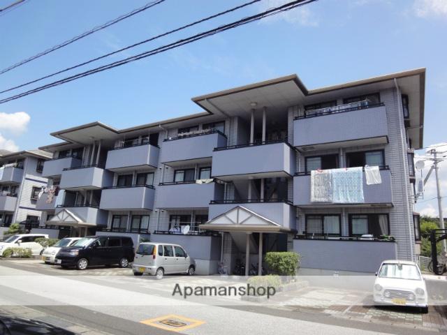 高知県高知市、知寄町三丁目駅徒歩9分の築22年 3階建の賃貸アパート