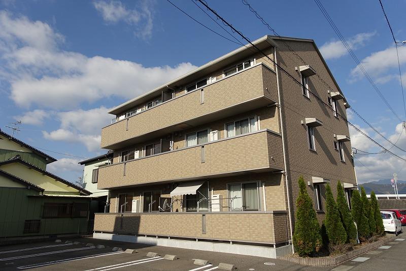 高知県高知市、葛島橋東詰駅徒歩2分の築6年 3階建の賃貸アパート
