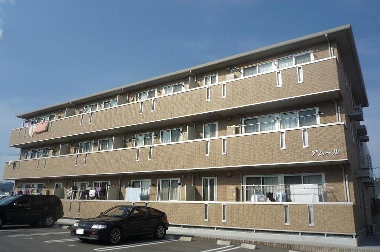 高知県高知市、知寄町一丁目駅徒歩13分の築8年 3階建の賃貸アパート