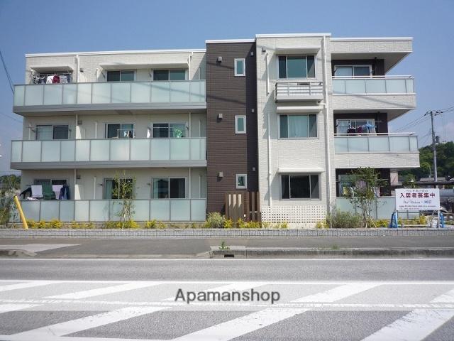 高知県香美市、土佐山田駅徒歩10分の築2年 3階建の賃貸アパート