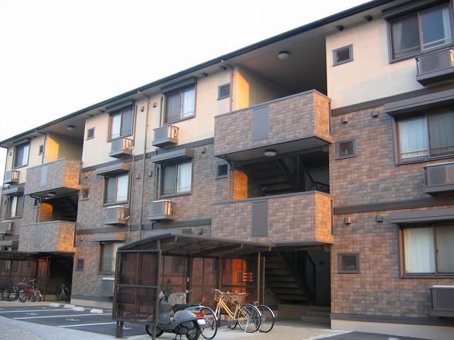 高知県高知市、薊野駅徒歩20分の築11年 3階建の賃貸アパート