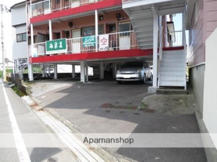 西泉荘[2K/33.06m2]の駐車場