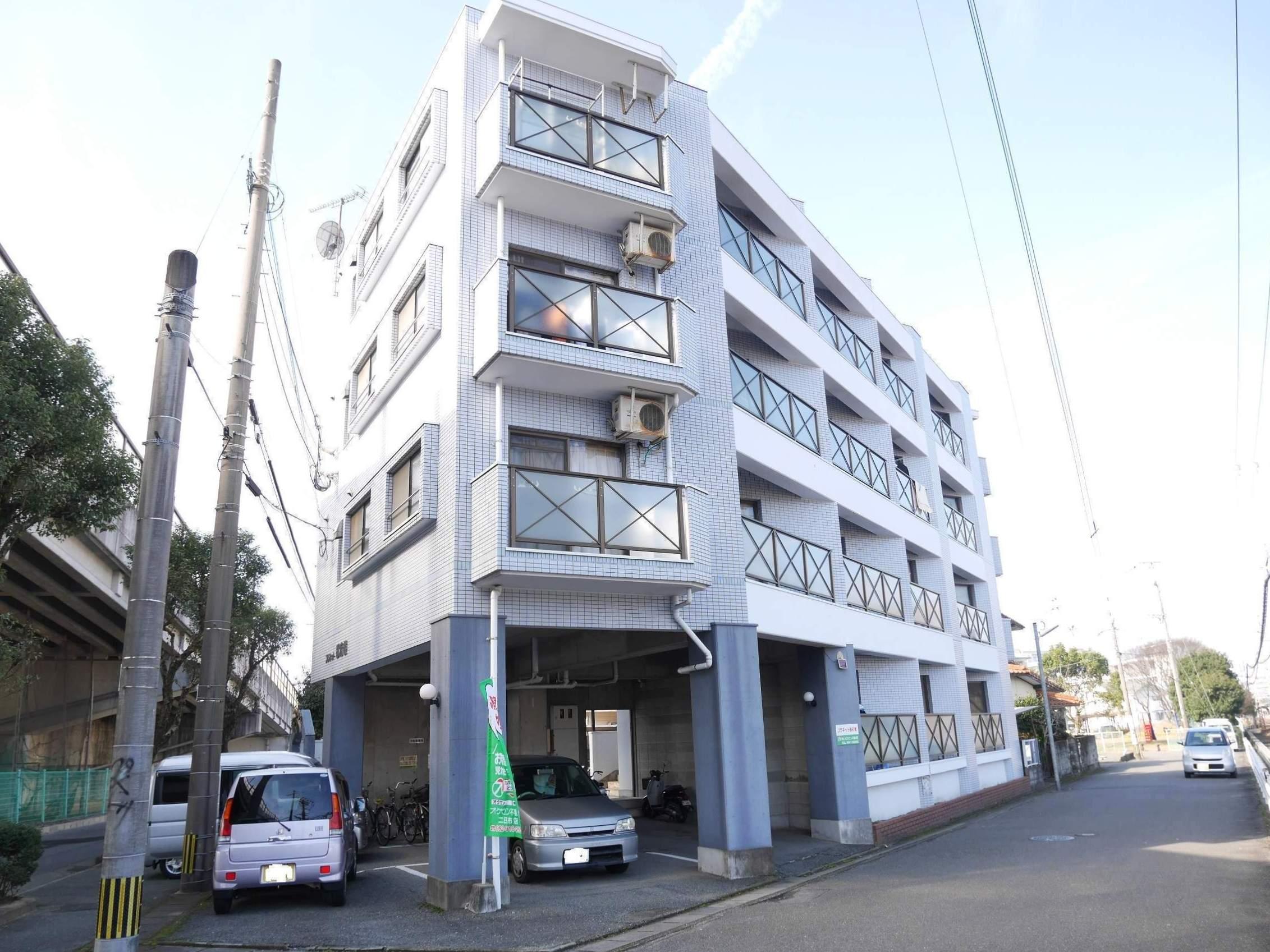 福岡県太宰府市、都府楼南駅徒歩15分の築26年 4階建の賃貸マンション