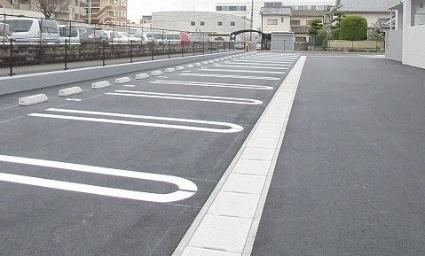 マーヴェラス駅南[1K/33.72m2]の駐車場