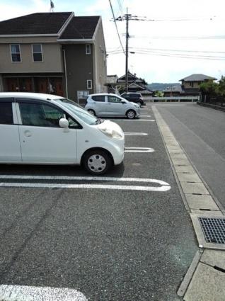 クォーク18A[2DK/44.15m2]の駐車場