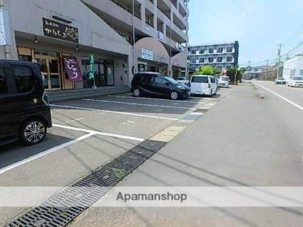 ピープルタウン[1LDK/40m2]の駐車場