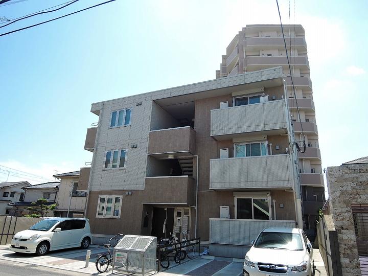 鹿児島県鹿児島市、荒田八幡駅徒歩10分の築3年 3階建の賃貸アパート