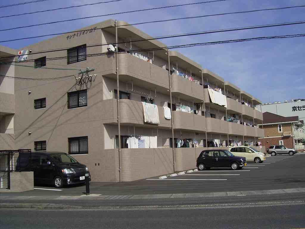 鹿児島県霧島市の築10年 3階建の賃貸マンション