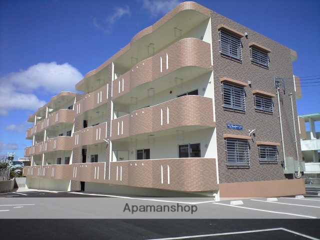 沖縄県宜野湾市の築6年 3階建の賃貸マンション